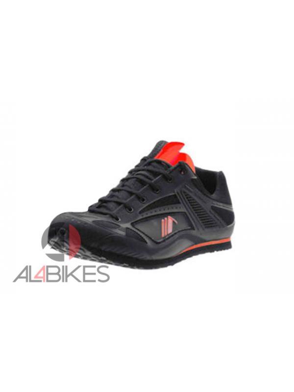 ZAPATILLAS MONTY MAGNET  - Nuevas zapatillas Monty Magnet, se adaptan a los terrenos más exigentes y resistir cualquier inclemencia
