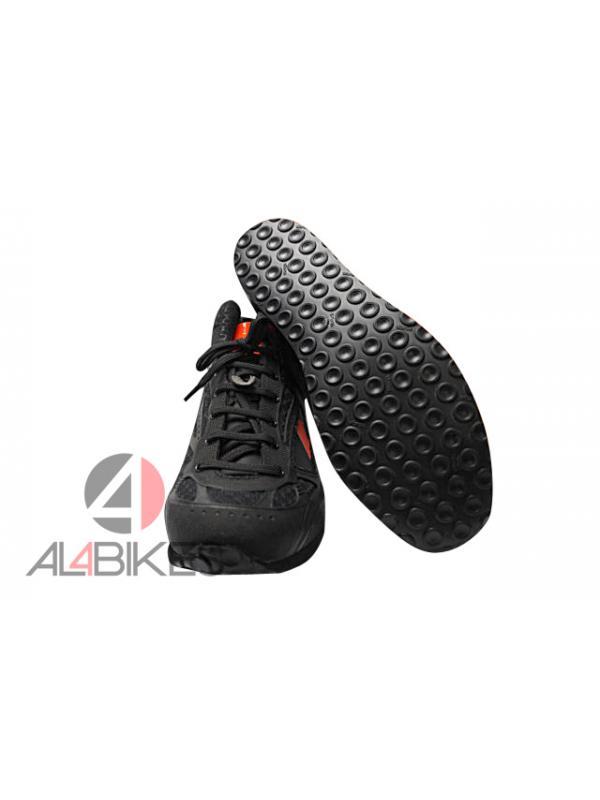 ZAPATILLAS  MONTY MAGNET PROMOCION ESPINILLERAS - Nuevas zapatillas Monty Magnet, se adaptan a los terrenos más exigentes y resistir cualquier inclemencia